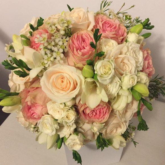 Kalia Flowers - Povesti scrise cu flori - Aranjamente florale nunta - buchete mireasa - lumanari nunta