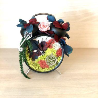 ceas negru cu cheita si licheni